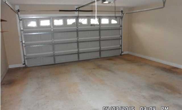 1302 Kilearn Dr Garage