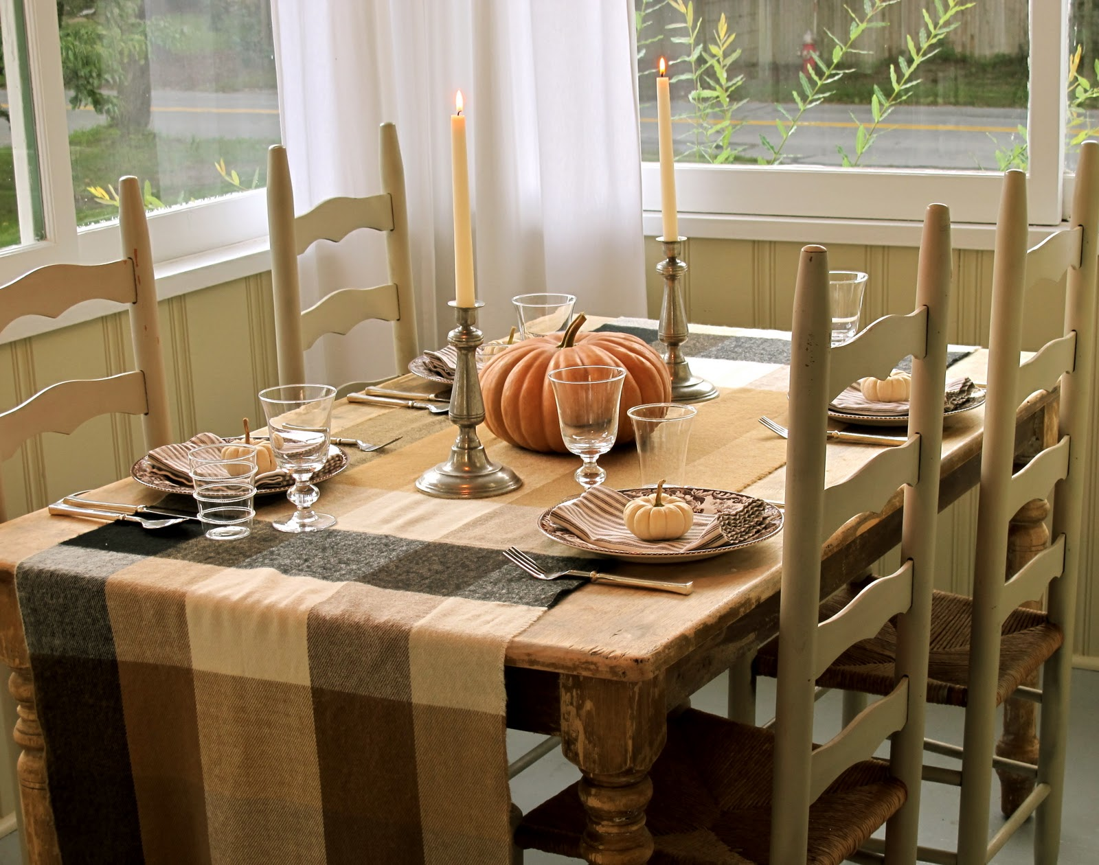 Dinner party table setting the cummings company for Home dinner table decorations