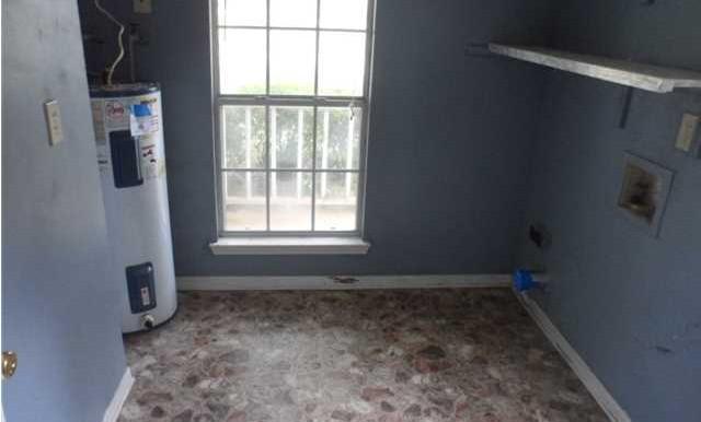 1120 Wellington Ct S Laundry Room