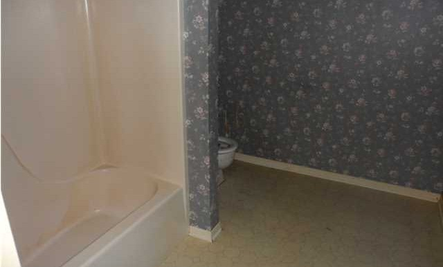 1120 Wellington Ct S Master Bathroom 2