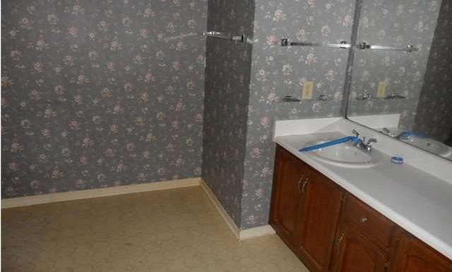1120 Wellington Ct S Master Bathroom