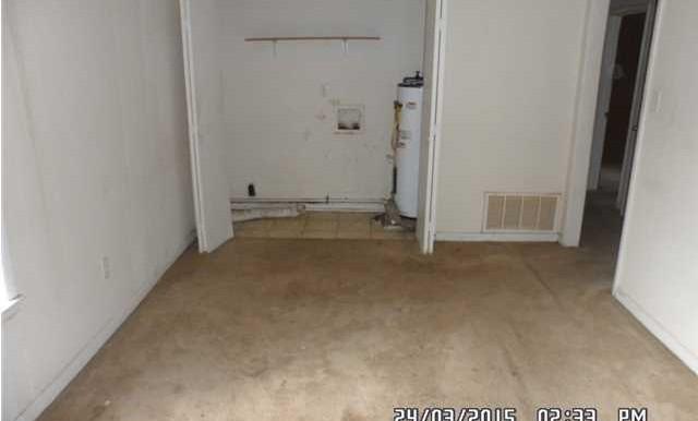 266 Carstens St Living Room
