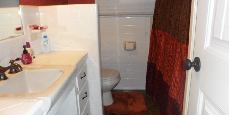 366 Byron Ave E Hall Bathroom