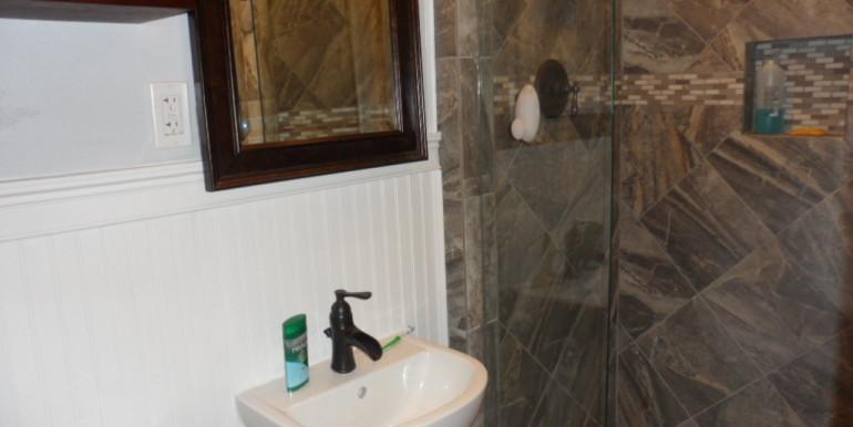 366 Byron Ave E Master Bathroom