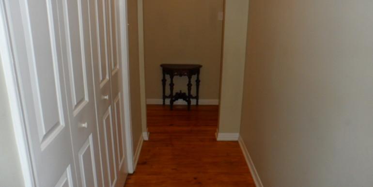 3984 Hillcrest Ln Hallway