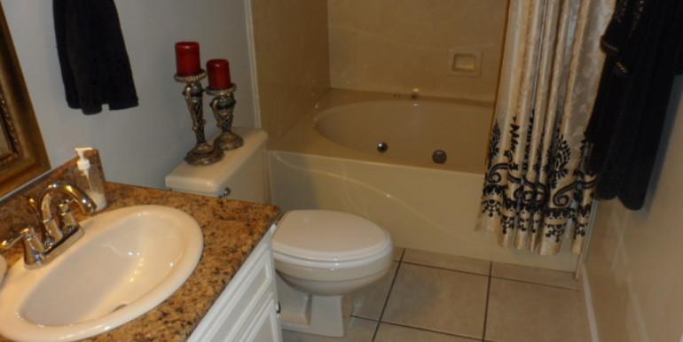 3984 Hillcrest Ln Master Bathroom