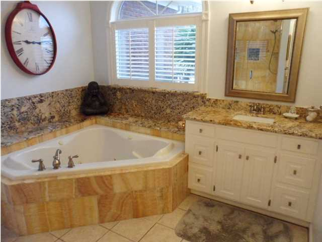 Bathroom-Granite-Back-Splash-Jetted-Tub