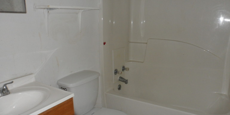 2122 Gimon Cir N Master Bathroom