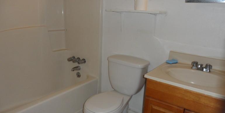 2122 Gimon Cir N Second Bathroom