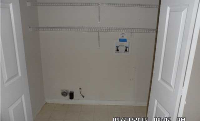 649 Spring Lake Dr W Laundry Room