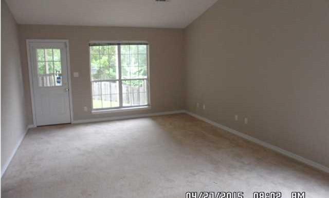649 Spring Lake Dr W Living Room