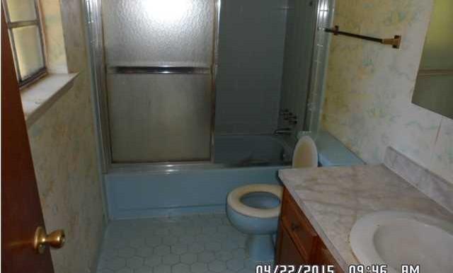 7054 Silver St Master Bathroom