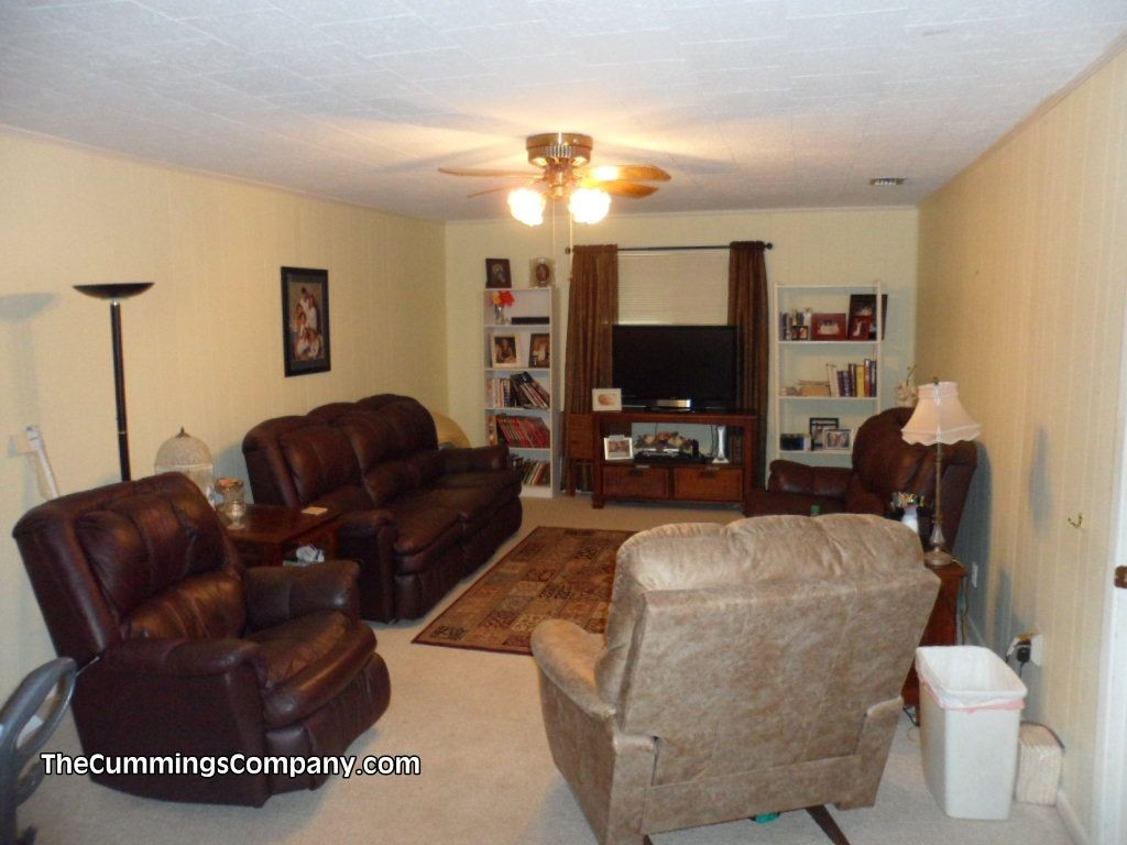 Large Living Room At 1331 Forest Ridge Rd E