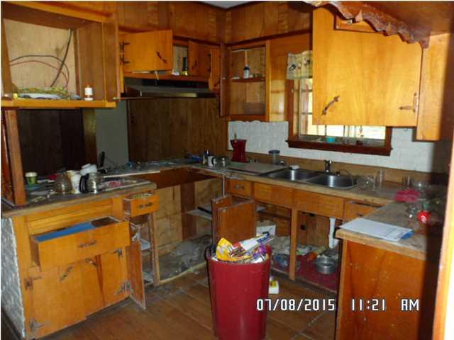 121 Lafayette Dr Saraland AL Kitchen