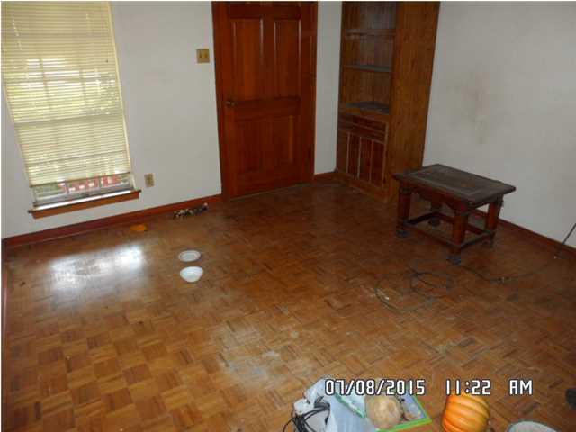 121 Lafayette Dr Saraland AL Living Room