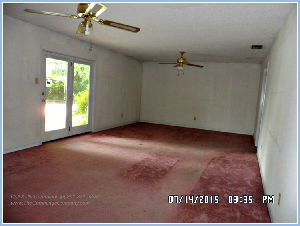 Mobile Foreclosure For Sale with Huge Living Room
