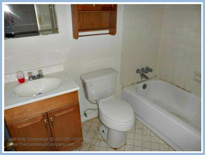 4261 Sulin Ct Mobile AL 36619 Full Bathroom