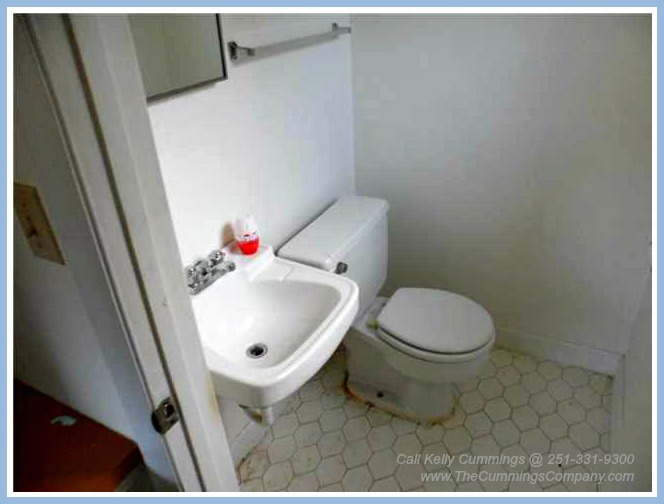 4261 Sulin Ct Mobile AL 36619 Half Bathroom