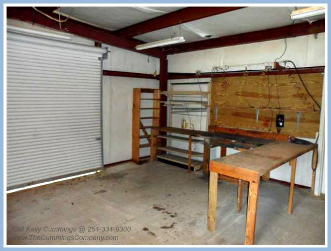 4261 Sulin Ct Mobile AL 36619 Storage Building Interior 2