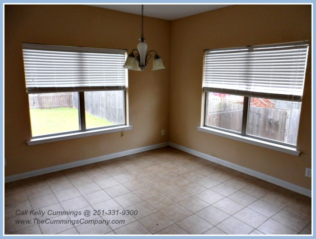 West Mobile Foreclosure with Breakfast Nook