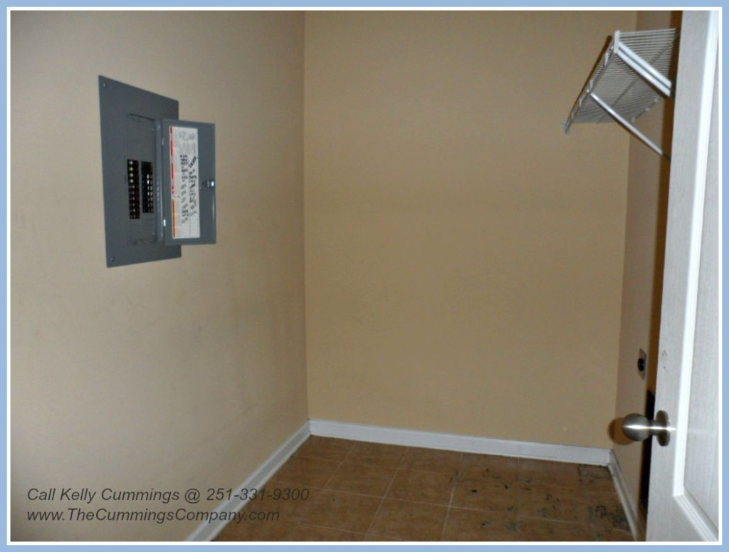 Mobile AL Foreclosure For Sale with Laundry Room