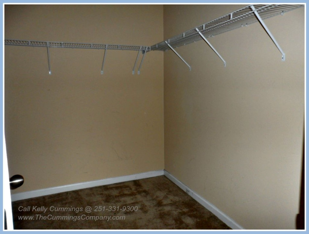 Mobile Foreclosure For Sale with Walk-in Closet