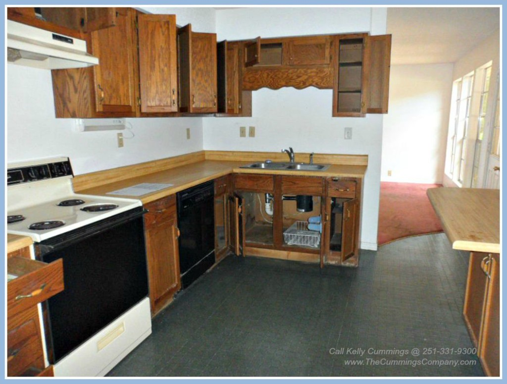 Foreclosure home with appliances for sale in Mobile AL