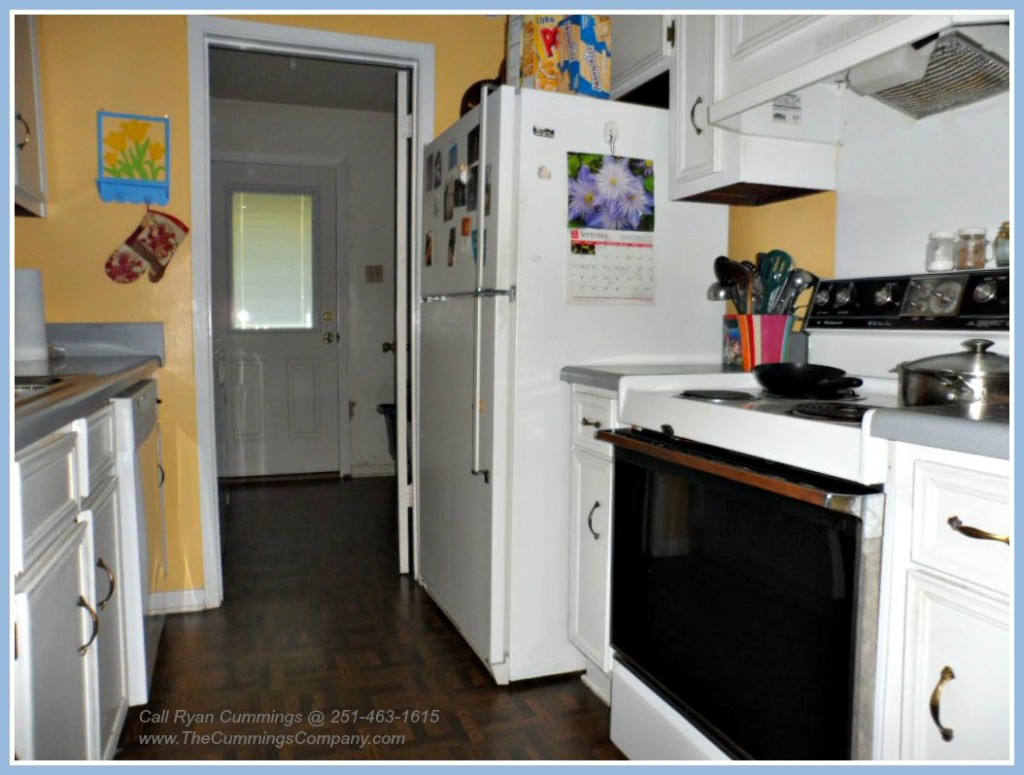 Mobile AL Home For Sale with nice Kitchen