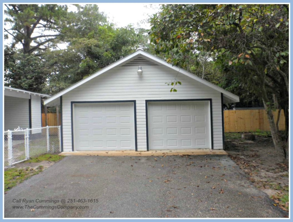 Home For Sale with a Garage in Mobile Alabama