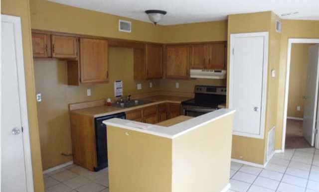 Breakfast Area and Kitchen at 5608 Cottage Hill Rd APT 115 Mobile AL 36609