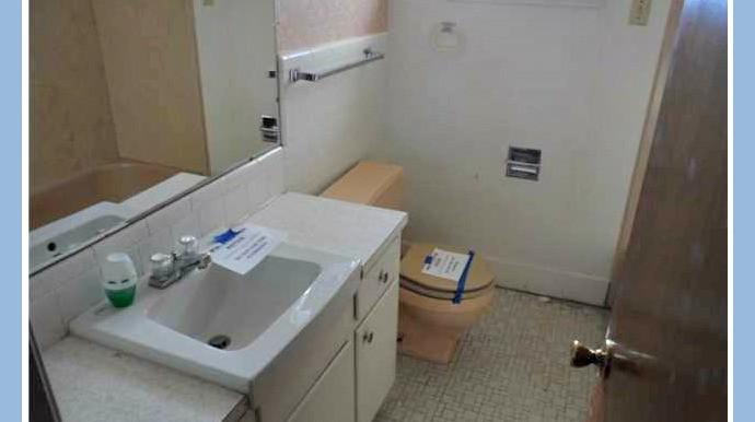 Full Bathroom 1 at 1174 Ginger Dr Mobile AL 36693