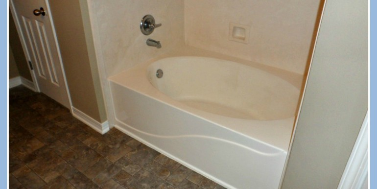 Garden Tub at 9661 Misty Leaf Dr Mobile AL