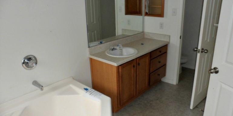 2626 Rosebud Dr Mobile AL 36695 Master Bath 2