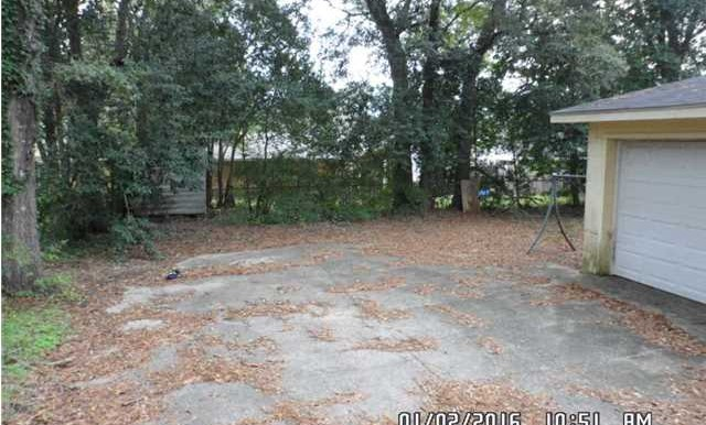 Backyard at 312 N University Blvd Mobile AL 36608