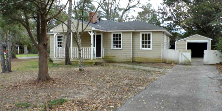 Side View with Garage at 368 Pineview Ln Mobile AL