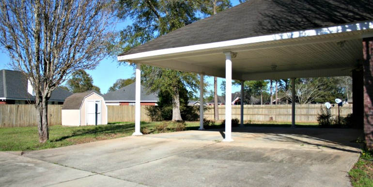 6708 Kings Branch Dr S Mobile AL 36618 Carport and Fenced Backyard
