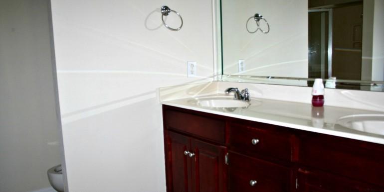 6708 Kings Branch Dr S Mobile AL 36618 Master Bathroom