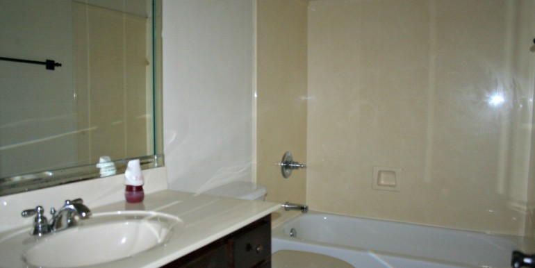 6708 Kings Branch Dr S Mobile AL 36618 Second Bathroom