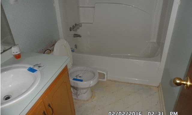 9630 Royal Woods Ct Mobile AL 36608 Bathroom