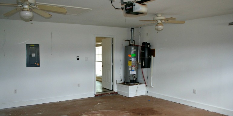 1316 Summerchase Ct Mobile AL 36695 Inside Garage