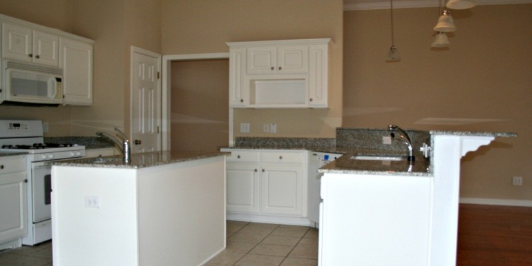 1316 Summerchase Ct Mobile AL 36695 Kitchen and Breakfast Bar
