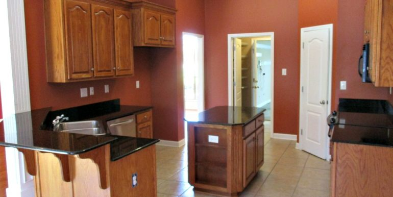 9651 Nottingham Ct Mobile AL 36695 Breakfast Bar and Kitchen