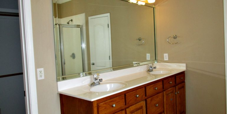 9651 Nottingham Ct Mobile AL 36695 Master Bathroom Dual Vanity